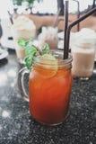 Água de gelo do chá do limão fotos de stock royalty free