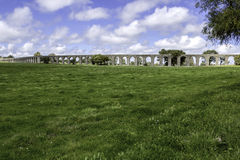 Água de Prata Aqueduct (Aquädukt des silbernen Wassers) in Évora, PO Lizenzfreies Stockbild