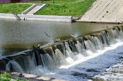 Água de roda selvagem liberada da represa foto de stock royalty free