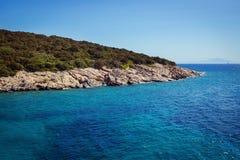Água de turquesa perto da praia no recurso turco do mar egeu da costa, Imagem de Stock Royalty Free