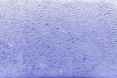 A água deixa cair o fundo azul - fotos conservadas em estoque Fotos de Stock