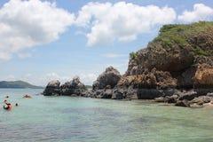 Água desobstruída e céu azul Fotografia de Stock Royalty Free