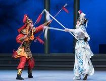 """Água do ato da lança- de prata a sexta transborda o  branco de Opera""""Madame Snake†do monte-Kunqu dourado Imagens de Stock"""
