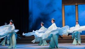"Água do ato da menina- do shell a sexta transborda o  branco de Opera""Madame Snake†do monte-Kunqu dourado Foto de Stock"