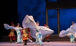"""Água do ato da menina- do shell a sexta transborda o  branco de Opera""""Madame Snake†do monte-Kunqu dourado Fotos de Stock Royalty Free"""