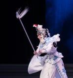 "Água do ato da pontaria- de Bai Suzhen a sexta transborda o  branco de Opera""Madame Snake†do monte-Kunqu dourado Imagem de Stock"