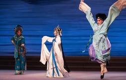 """Água do ato da reunião- inimiga a sexta transborda o  branco de Opera""""Madame Snake†do monte-Kunqu dourado Imagens de Stock"""