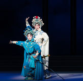 """Água do ato das irmãs- da serpente a sexta transborda o  branco de Opera""""Madame Snake†do monte-Kunqu dourado Imagens de Stock Royalty Free"""