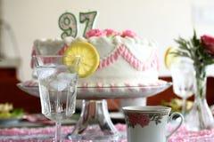 Água do bolo e do limão horizontal Fotos de Stock Royalty Free