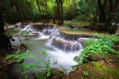 A água do khamin de Hua mea cai no parque nacional de Erawan, Kanchanabur Fotografia de Stock