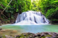A água do khamin de Hua mea cai no parque nacional de Erawan, Kanchanabur Fotos de Stock