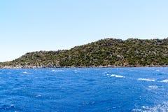 água do mar Mediterrâneo fora da costa turca Foto de Stock