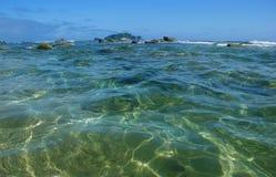 Água do mar transparente. Imagens de Stock