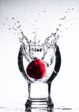 Água do respingo com objeto Fotos de Stock Royalty Free
