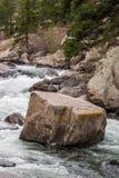 Água do rio de pressa do córrego através da garganta Colorado de onze milhas Imagem de Stock