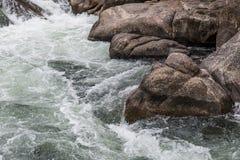 Água do rio de pressa do córrego através da garganta Colorado de onze milhas Fotografia de Stock Royalty Free