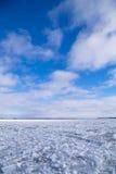 Água do rio do inverno com gelo de flutuação Fotografia de Stock Royalty Free