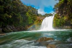 A água do vulcão Mt Ruapehu forma quedas de Tawhai no parque nacional de Tongariro, Nova Zelândia fotografia de stock