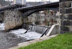 Água do Weir do rio Fotografia de Stock