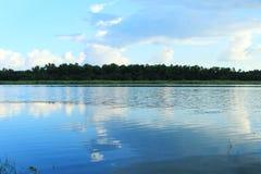 Água e céu do campo Fotografia de Stock Royalty Free