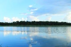 Água e céu do campo Foto de Stock Royalty Free