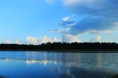 Água e céu do campo Imagens de Stock Royalty Free