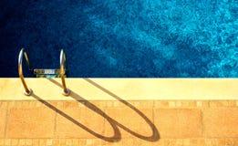 Água e guarda-chuvas Imagens de Stock Royalty Free