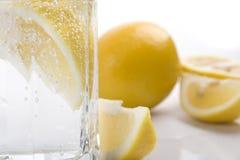Água e limão de soda Foto de Stock