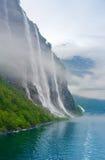 Água e montanha Imagens de Stock