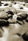 Água e rochas Imagem de Stock