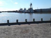 Água e towboats e barcas Fotografia de Stock Royalty Free