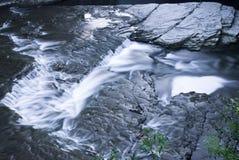 Água em rochas Imagem de Stock