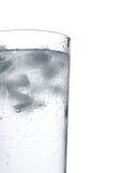 Água em um vidro com gelo imagem de stock royalty free