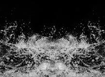 A água espirra em um fundo preto imagens de stock royalty free
