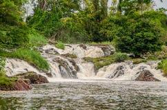 A água famosa de Kribi cai em República dos Camarões, África central, uma de poucas cachoeiras no mundo para cair no mar Fotografia de Stock Royalty Free