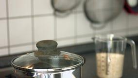 Água a ferver no potenciômetro vídeos de arquivo