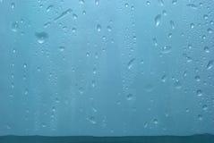 Água gotejada no vidro Imagens de Stock