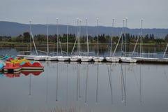 A água imóvel, como um espelho Fotos de Stock Royalty Free