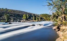Água leitosa de um rio da inundação Fotografia de Stock