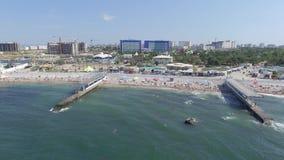 A água-marinha e Aqua Park Zurbagan complexas do hotel em Victory Park de Sevastopol Tiro do ar video estoque