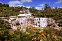 Água mineral Korako Orakei da cascata, Nova Zelândia imagem de stock