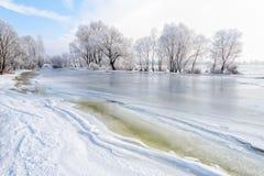 Água, neve e gelo congelados no rio de Dnieper Foto de Stock Royalty Free