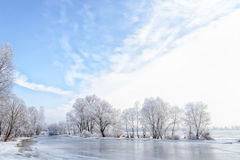 Água, neve e gelo congelados no rio de Dnieper Imagens de Stock Royalty Free