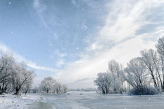 Água, neve e gelo congelados no rio de Dnieper Imagens de Stock