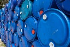 Água no plástico azul 200 litros Fotos de Stock Royalty Free