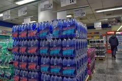 A água no supermercado Fotos de Stock Royalty Free