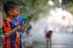Água que espirra no festival de Songkran Fotografia de Stock