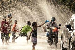 Água que espirra no festival de Songkran Fotos de Stock Royalty Free