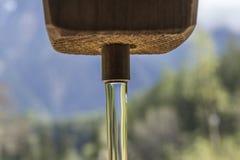 Água que flui de uma torneira Fotografia de Stock