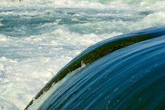 Água rápida no rio de Niagara Foto de Stock